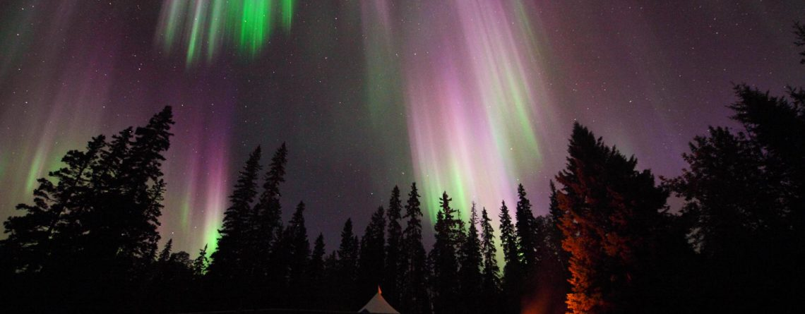 Northwest Territories Aurora viewing and dog sledding packages for 2020